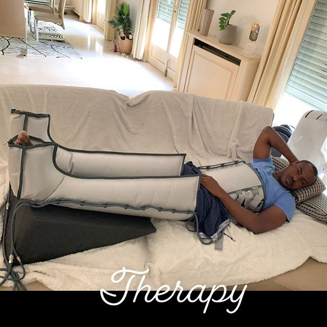 Vincent Enyeama Releases A Hilarious Photo Having A Therapy